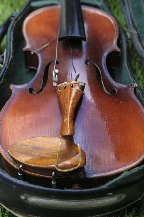 broken-violin-1501727-gallery